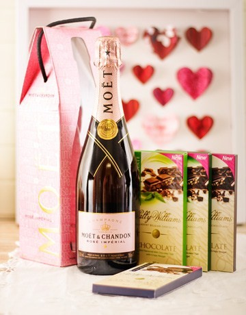 Moët and Chocolate Hamper